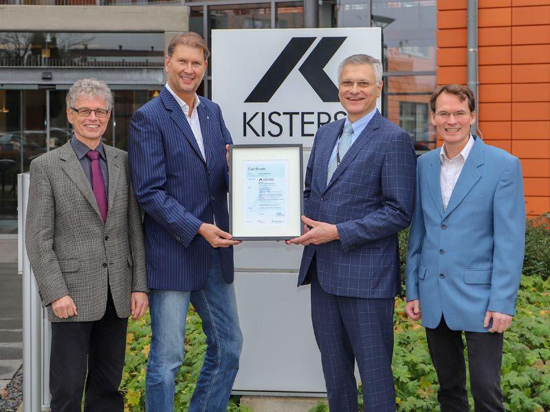 Zertifikatsübergabe vor dem KISTERS-Hauptsitz in Aachen