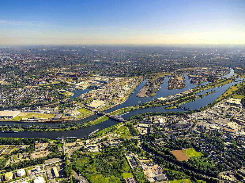 Blick auf den Duisburger Hafen
