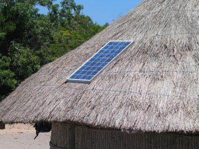 Solarzelle auf Reetdach