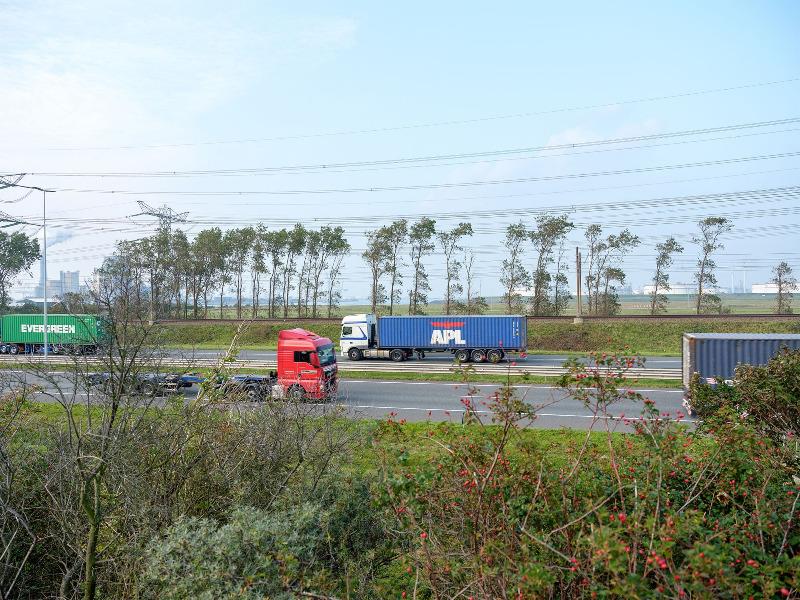 E-LKW im Rotterdamer Hafen könnten CO2-Emissionen senken